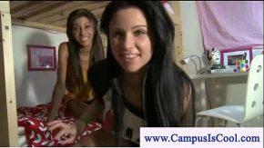 Doua fete tinere stau la internat si fac primul video erotic
