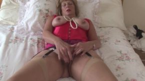 Porno romanesti cu lindicu mare de la o matura care se masturbeaza