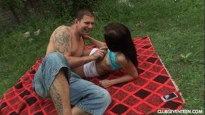Merg sa ia picnicul ca americanii dar el vrea doar sa o futa