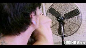 Nu vrea ca iubitul ei sa afle ca face filmari erotice pentru adulti
