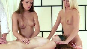 O tanara merge la un salon de masaj erotic