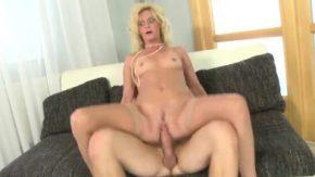 Xxx matur cu femeia care este inalta si in varsta