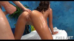 Dupa masaj erotic fata cu bucile bombate te vrea la a in pizda