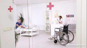 Ajunge la clinica privata unde lucra amanta