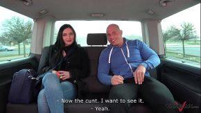 Sex in masina cu o fata luata dupa strada